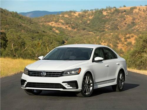 Новость про Volkswagen Passat - Volkswagen приостановил серийную сборку седана Passat