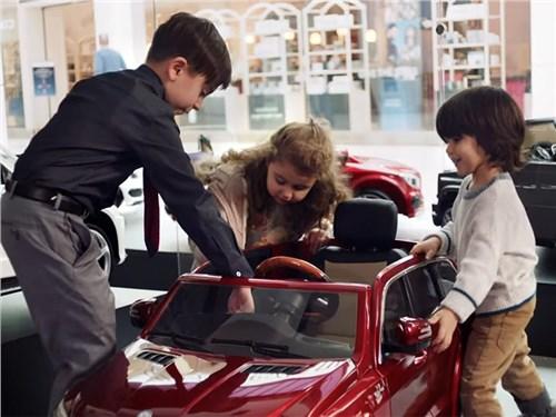 Mercedes открыл специальный автосалон для детей