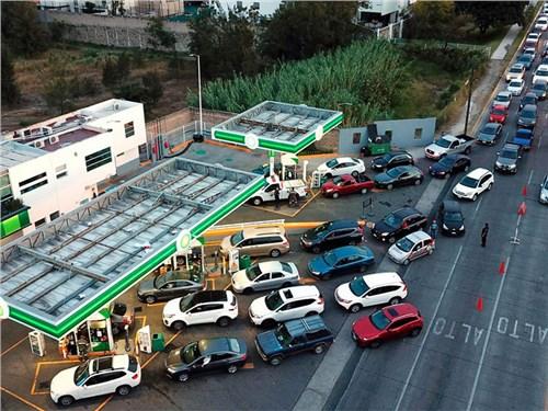 Мексика борется с топливным кризисом при помощи пешеходов
