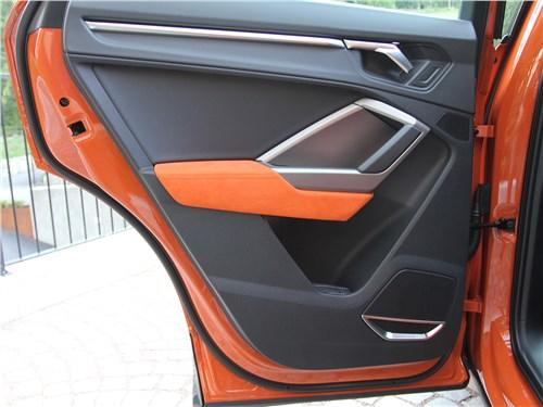 Audi Q3 2019 передняя дверь