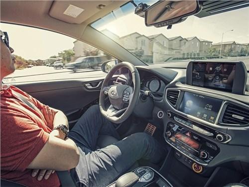 Новость про Nissan - Nissan разработал шоссейный автопилот