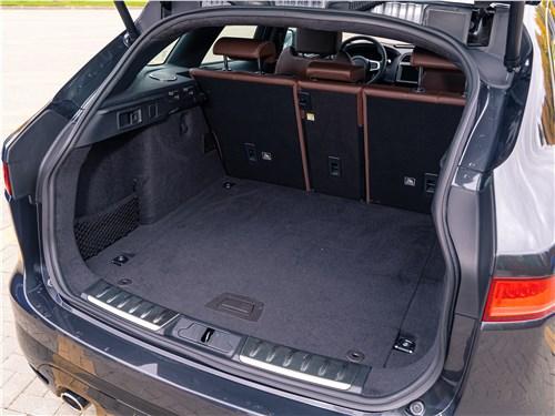 Jaguar F-PACE 2018 багажное отделение