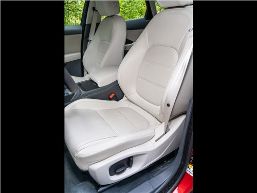 Jaguar E-Pace 2018 передние кресла