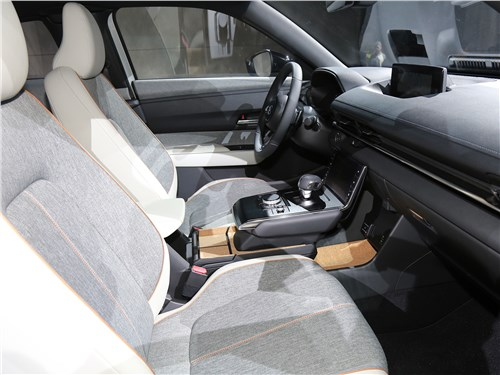 Mazda MX-30 2021 передние кресла