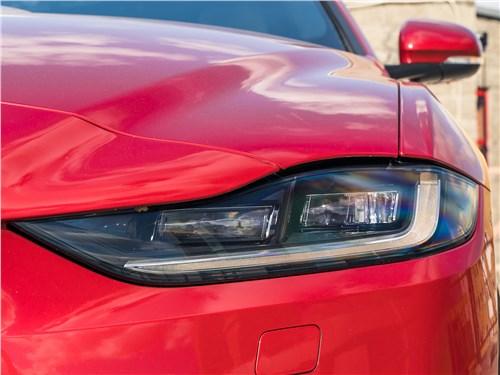 Предпросмотр jaguar xe p250 2020 передняя фара