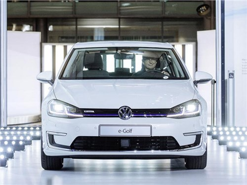 Новость про Volkswagen e-Golf - Volkswagen предложил клиентам самостоятельно собирать машины