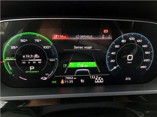 Audi e-tron (2020) приборная панель