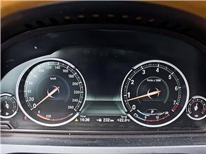 BMW 7 series 2013 приборная панель