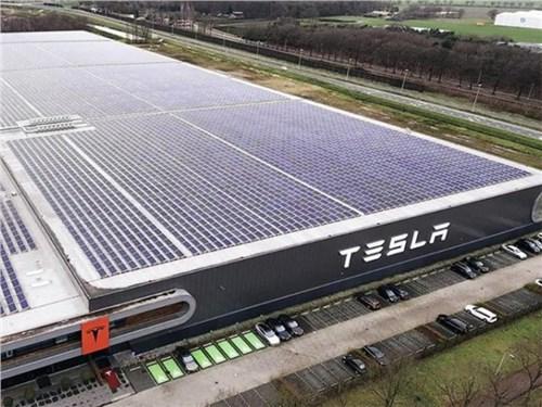 Tesla официально едет в Россию