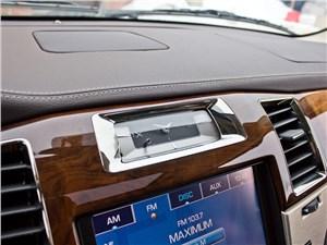 Cadillac Escalade 2009 часы
