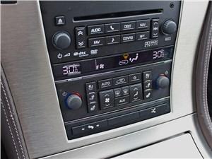 Cadillac Escalade 2009 центральная консоль