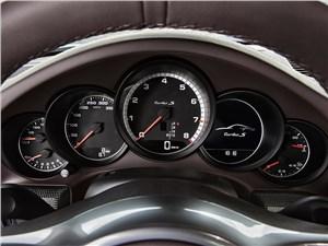 Предпросмотр porsche 911 turbo s 2013 приборная панель