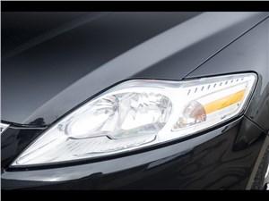 Ford Mondeo 2011 передняя фара