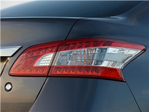 Nissan Sentra 2013 задний фонарь