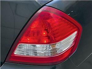 Nissan Tiida 2010 задний фонарь