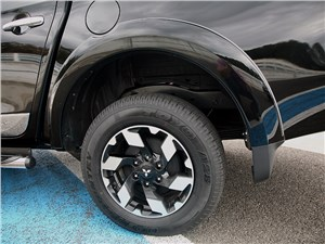 Предпросмотр mitsubishi l200 2015 заднее колесо
