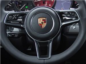Porsche Cayenne GTS 2015 кнопки управления на руле