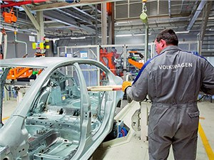Новость про Volkswagen - Калужский завод Volkswagen приостановил сборку своих автомобилей