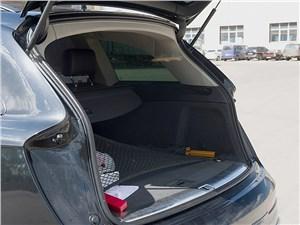 Audi Q7 2010 багажное отделение