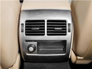 Jaguar XF 2011 климат для задних пассажиров