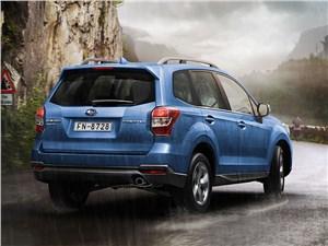 Subaru Forester 2015 вид сзади
