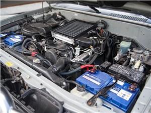 Toyota Land Cruiser Prado 2001 моторный отсек