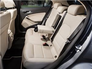 Mercedes-Benz GLA-klasse 2015 задний диван