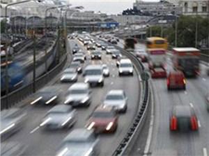 Скорость транспортного потока в Москве увеличилась, сообщил заместитель мэра