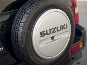 Suzuki Jimny 1998 запасное колесо