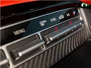 Mercedes-AMG GT S 2015 кнопки управления