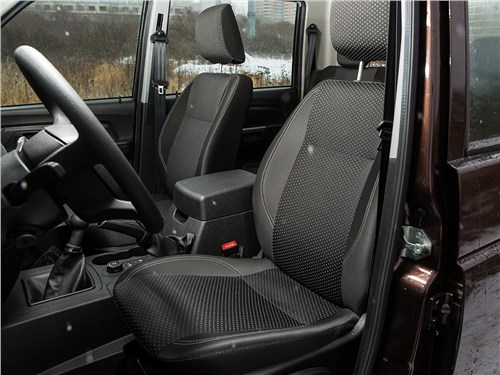UAZ Pickup 2014 передние кресла
