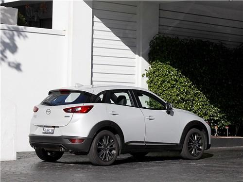 Mazda CX-3 2015 вид сбоку сзади