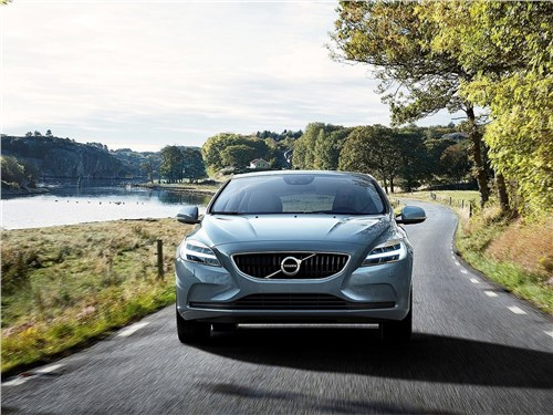 Volvo V40 2017 вид спереди
