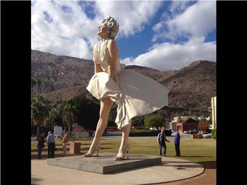 Ну разве могут забыть в Калифорнии о Мэрилин?