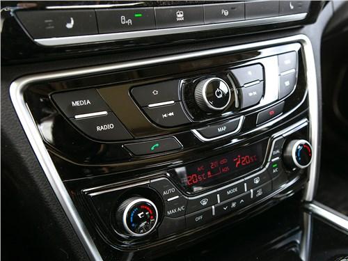 Geely Emgrand GT 2017 центральная консоль