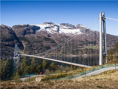 Хардангерский мост славится самым длинным в Норвегии пролетом – 1310 м