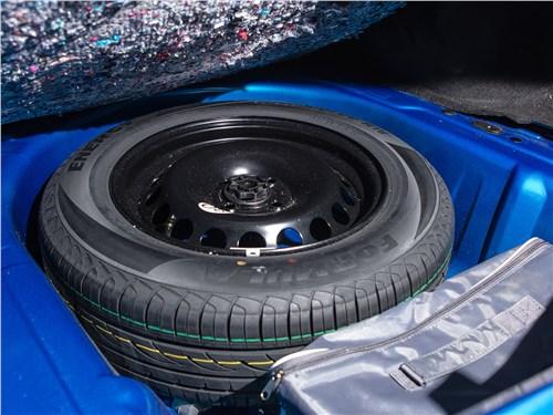 Renault Logan 2014 запасное колесо
