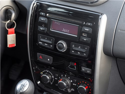 Nissan Terrano 2016 центральная консоль