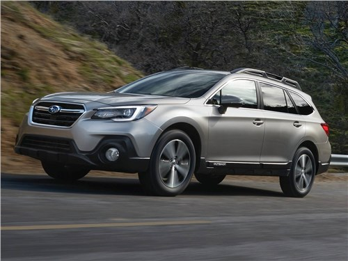 Subaru Outback 2018 вид спереди сбоку