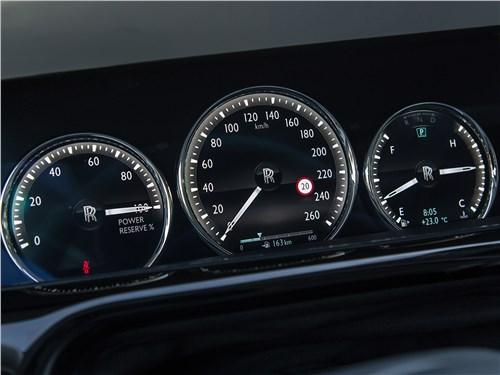 Rolls-Royce Phantom 2018 приборная панель