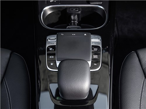 Предпросмотр mercedes-benz a-class 2019 тачпад
