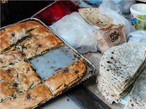 Сладости в Азербайджане продаются практически на каждом шагу