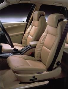 Предпросмотр saab 9-5 2001 передние кресла в салоне со светлой отделкой