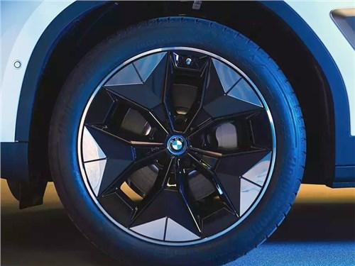 Новость про BMW - Электрический кроссовер BMW получит аэродинамические колеса