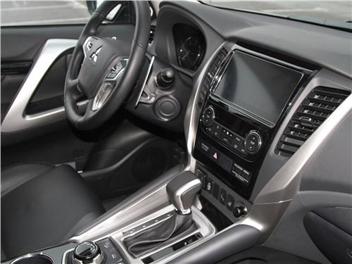 Mitsubishi Pajero Sport 2020 салон