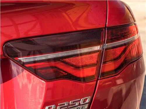 Предпросмотр jaguar xe p250 2020 задний фонарь