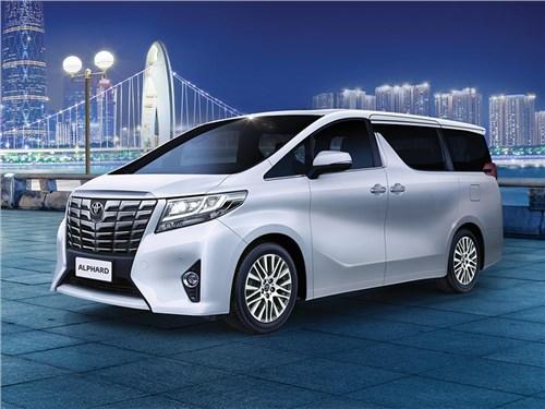 Toyota отправит в ремонт минивэны Alphard в России