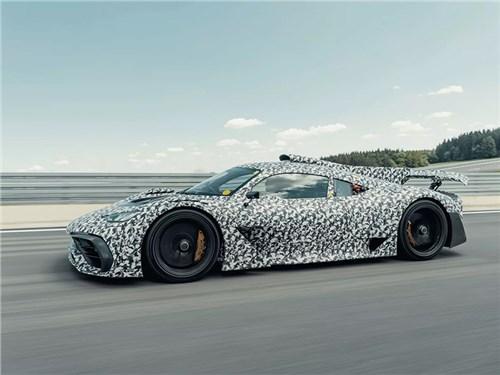 Супергибрид Mercedes-AMG One выехал на тесты