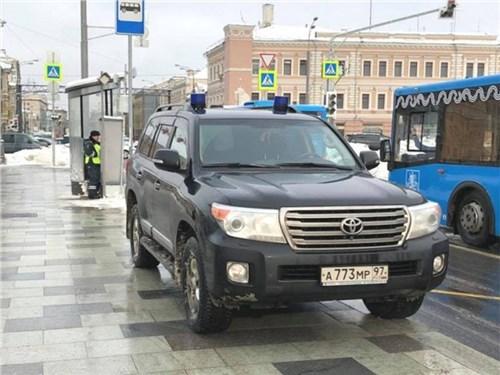 Депутаты предложили отменить штрафы с камер для машин с мигалками