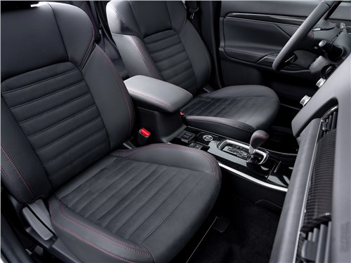 Mitsubishi Outlander 2021 передние кресла